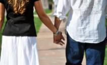 Aline & Ramin holding hands