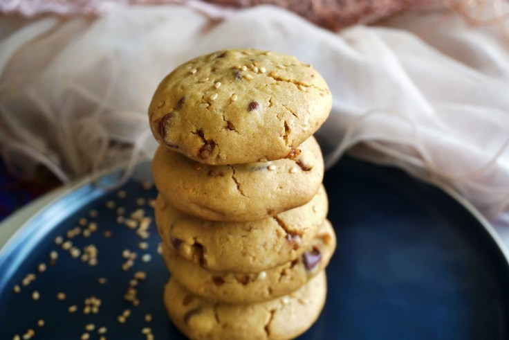 stack of sesame cookies