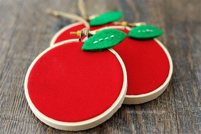 Apple Hoop Art. Adorable back to school craft or teacher appreciation gift! #backtoschool #hoopart