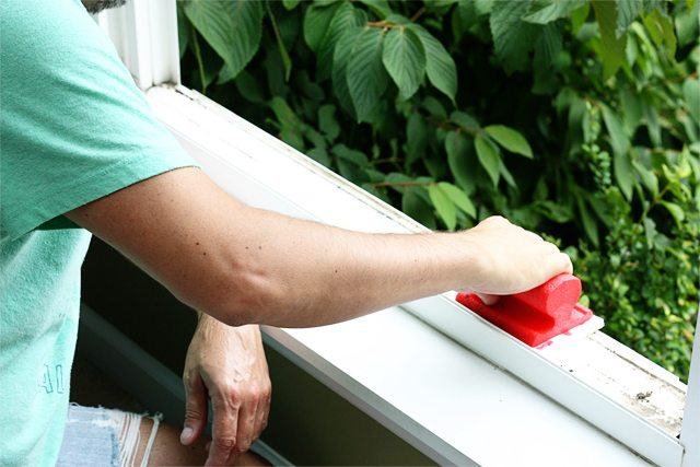 Using the Mr. Clean Magic Eraser Handy Grip Outdoor Pro and Mr. Clean Liquid Muscle with Lemon to do a little fall cleaning -- easy breezy!