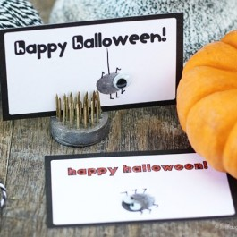 Happy Halloween Thumbprint Printables. Super cute kids craft that can be personalized! Tutorial at www.livelaughrowe.com
