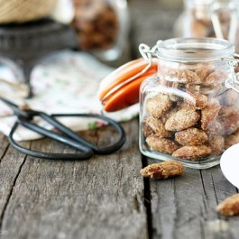 Roasted Pumpkin Spiced Almonds! Perfect for gift giving year round. Recipe at livelaughrowe.com #almonds