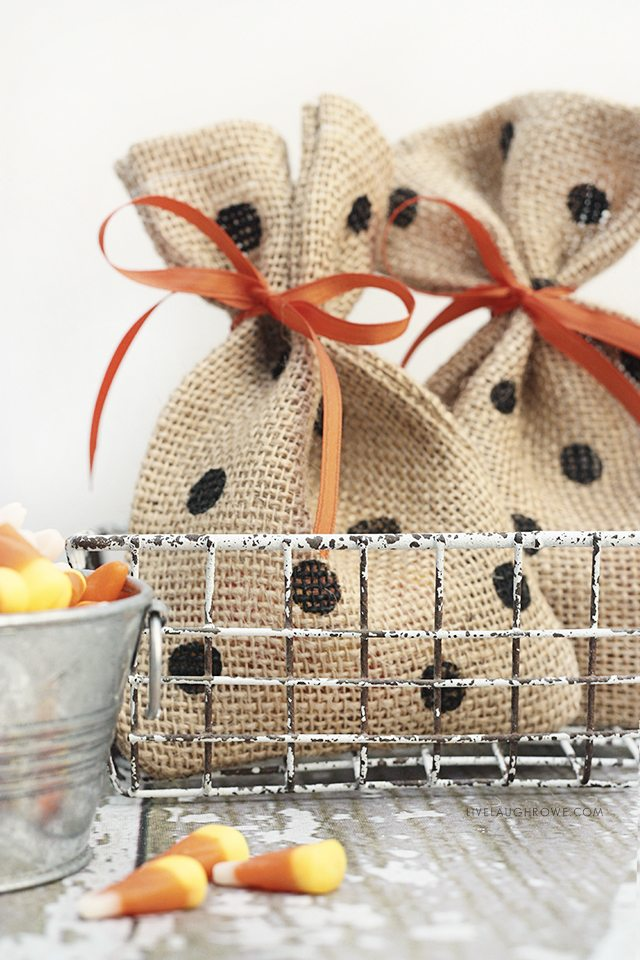 Adorable and easy DIY Halloween Treat Bags by livelaughrowe.com