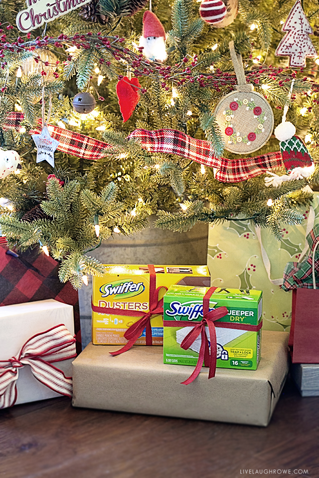 #DontSweatYourPet this holiday season! Pet friendly holidays and less stress are key with Swiffer Green. Learn why at livelaughrowe.com #SwifferFanatic #ad