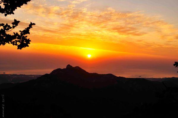 Sunrise over the East Sea enroute to Seoraksan's toughest trail - Dinosaur Ridge.