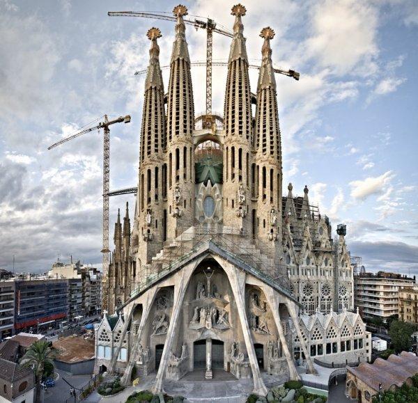 best Gaudi tour Barcelona