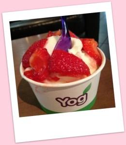 Natural yogurt with fresh strawberries