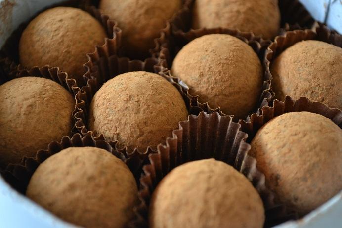 Charbonnel et Walker, dark sea salt caramel truffles, raspberry marc de champagne truffles, truffles, chocolate, champagne, Marc de champagne