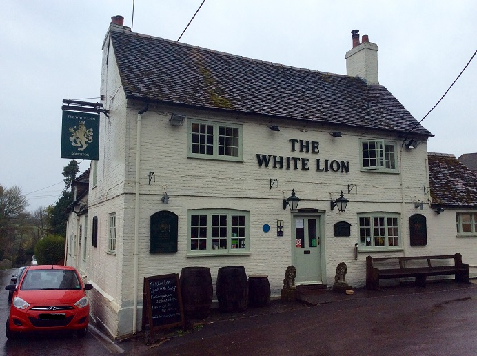 The White Lion, Soberton, Droxford, Hampshire, craft beer, Bowman, Bowmans craft beer, swift one, swift one beer, Bowmans swift one, pub, pub food, pub grub, pub restaurant, pie of the day, steak and ale pie, syrup sponge pudding, syrup sponge, custard, flaky pastry, beef burger, burger, cycling, food blog, food blogger, mother & daughter food bloggers, rioja