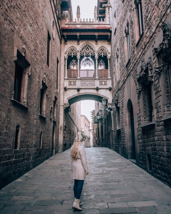 The gothic bridge behind Barcelona Cathedral is a popular photo spot in the Gothic Quarter. See the perfect itinerary for 3 days in Barcelona and all the best photos spots (with a map!) here!