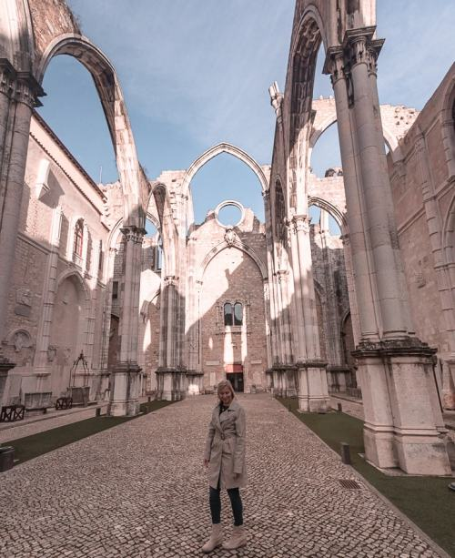 Carmo Convent in Lisbon, Portugal. Find the best places in Lisbon for Instagrammable photos and when to go to get them to yourself (plus a free map!)