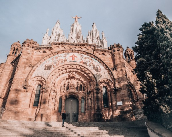 This church at the top of Mount Tibidabo is beautiful and worth a visit. See the perfect itinerary for 3 days in Barcelona and all the best photo spots in Barcelona here.