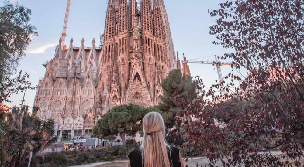 如果你去巴塞罗那,你不能去公园公园和布伦纳的街道上见过这个地方。确保能拿到一张惊人的票来看看。阳光日出和阳光都是完美的灯光。去看看马德里的行程安排了三个星期!