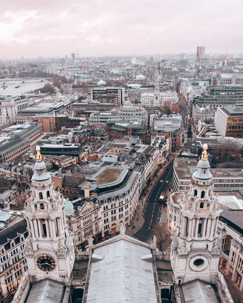 从山顶上的景色。保罗·海斯街附近的日落。去伦敦伦敦的地方,如果有一天,能去参观酒店,去找地方,看看。