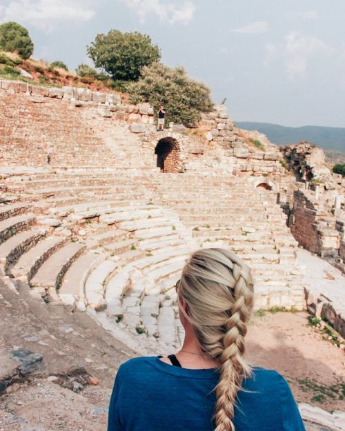 Sitting in the Odeon Theater in Epheus takes you back in time. Find a full one day itinerary with everything you need to know about visiting the ancient ruins of Ephesus in Turkey here.