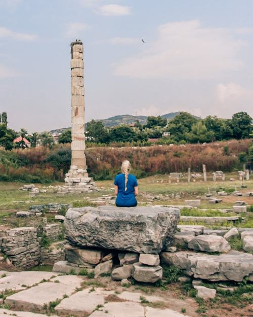 One column is all that remains of the Temple of Artemis in Ephesus. Find a full one day itinerary with everything you need to know about visiting the ancient ruins of Ephesus in Turkey here.