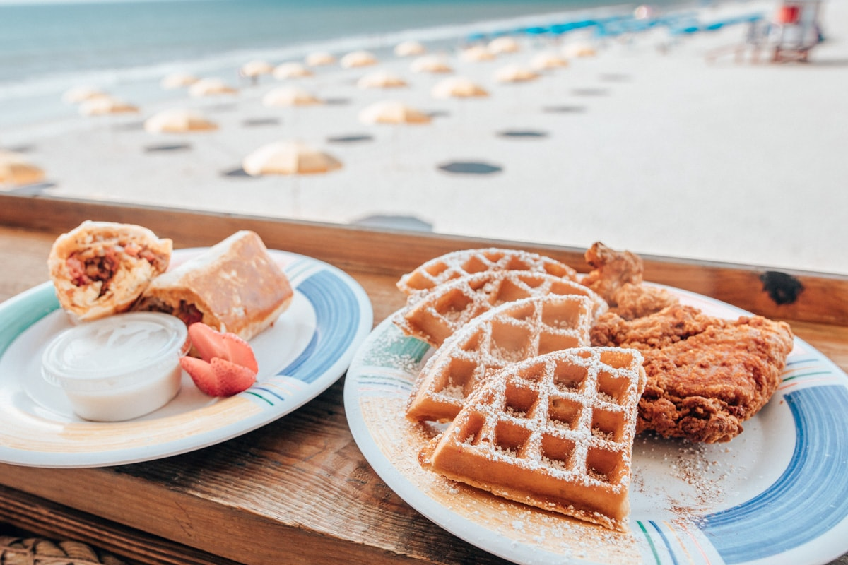 在汉堡和汉堡餐厅,在壁炉附近,我们有一间豪华的码头,以及帕普湖餐厅的美味的海鲜
