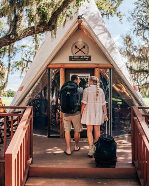 格兰姆在佛罗里达的露营营地里发现了两个