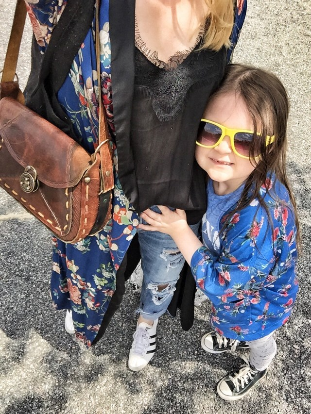 mother daughter matching kimonos, converse, vintage purse