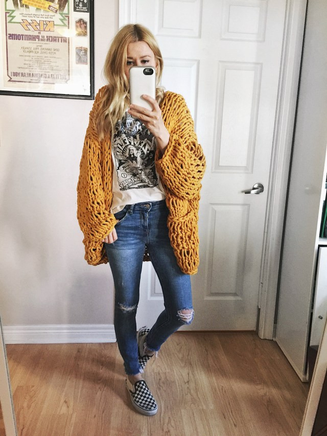 Oversized yellow cardigan, band tee, skinny jeans, and classic Vans