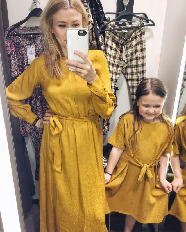 Mom and daughter Zara dress try-on