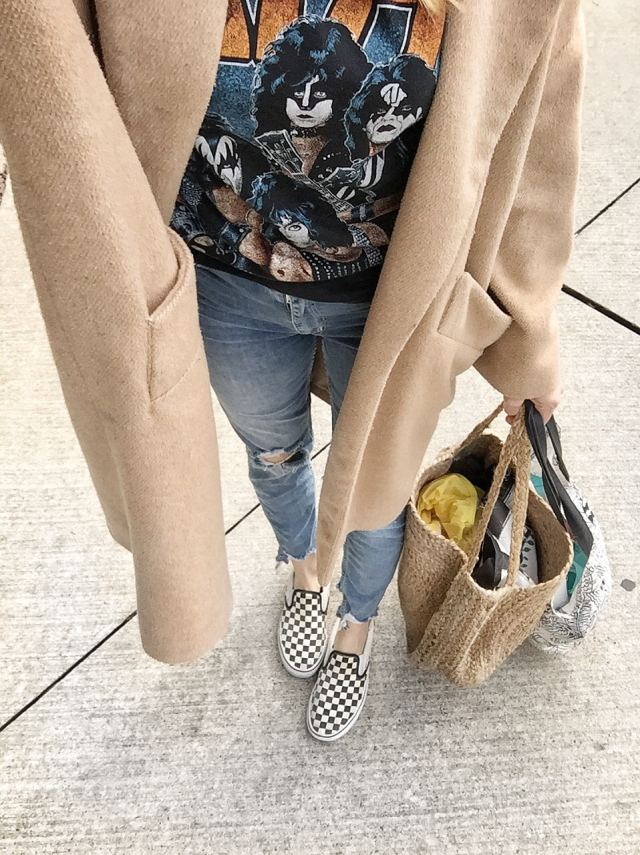 I wore a vintage Kiss t-shirt | Highwaist jeans | a Long camel coat | and Checkered Vans