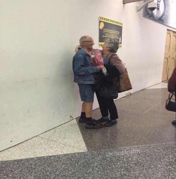 Aww...Watch A Romantic Grandpa Surprise His Wife With Flowers At Her Office (Photos)