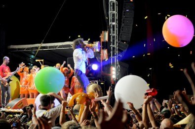 flaming lips during dark side @ bonnaroo 2010