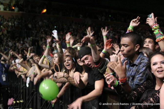 crowd from skrillex halloween 2011-4