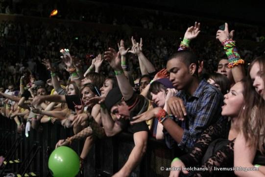 crowd from skrillex halloween 2011-5