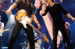 Bruce Springsteen and Mick Jagger @ Prudential Center, Newark, NJ - 12/15/12    Photo via @RollingStones Twitter