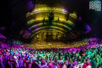Scott_Harris_Phish_2013.10.31_1024px_10
