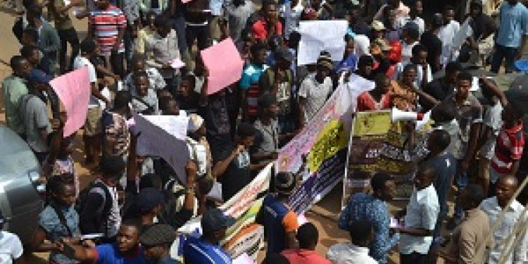BREAKING: Protest in Osogbo over electricity tariff, fuel hike - Livenews.ng