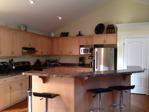 Shaker style kitchen w stainless appliances