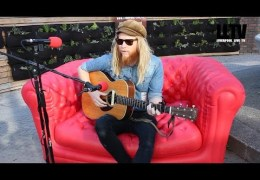 Red Sofa Sessions #onTour – Stu Larsen at X&Y 2014 Festival