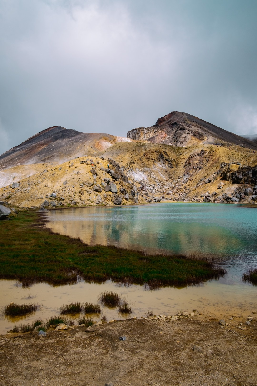 Tongariro Crossing hiking in New Zealand