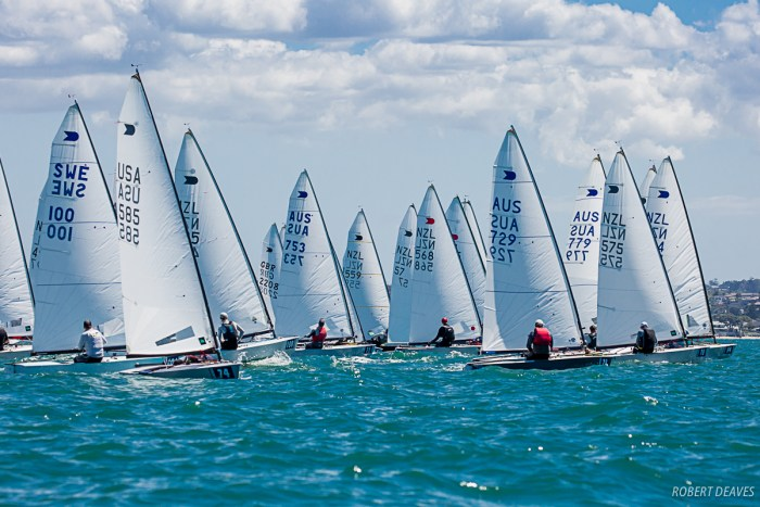 Race 1 start Photo Robert Deaves