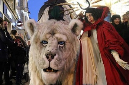 snow lion accompanied by the Red Queen and her servant