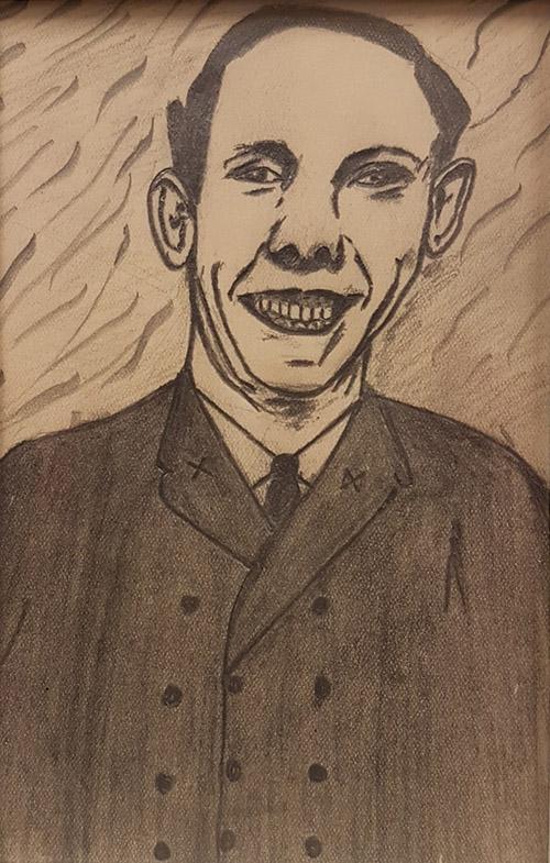 Konst i form av en blyertsteckning, föreställande en leende man i kostym.