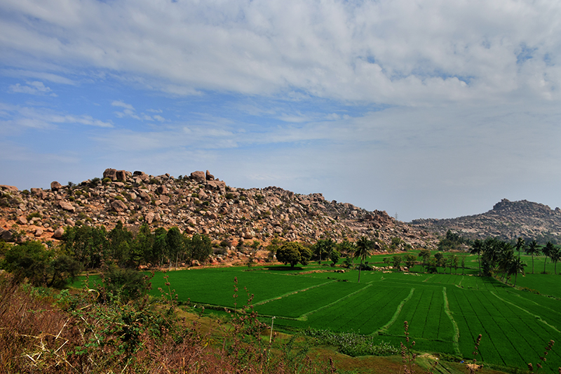 stacked boulders @ Sanapur