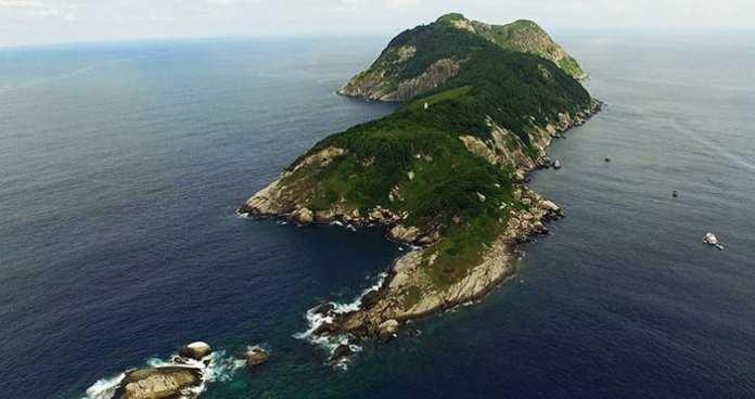 Oamenilor le este interzis să viziteze această insulă pentru un motiv foarte tulburător. Puţini au ocazia să se apropie de acest loc.
