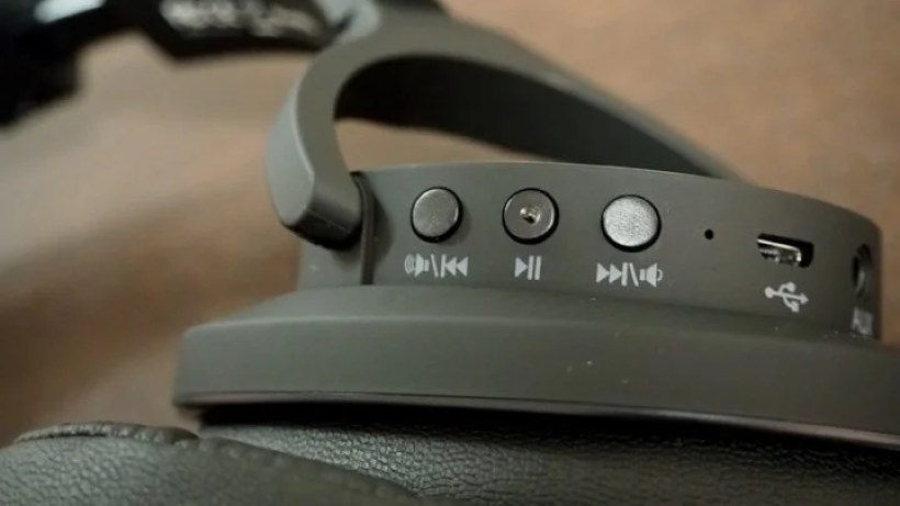 ハウジング部のコントロールボタン