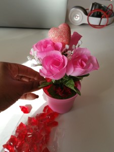 Super-cute-Valentine's-day-centerpiece-pink-flower