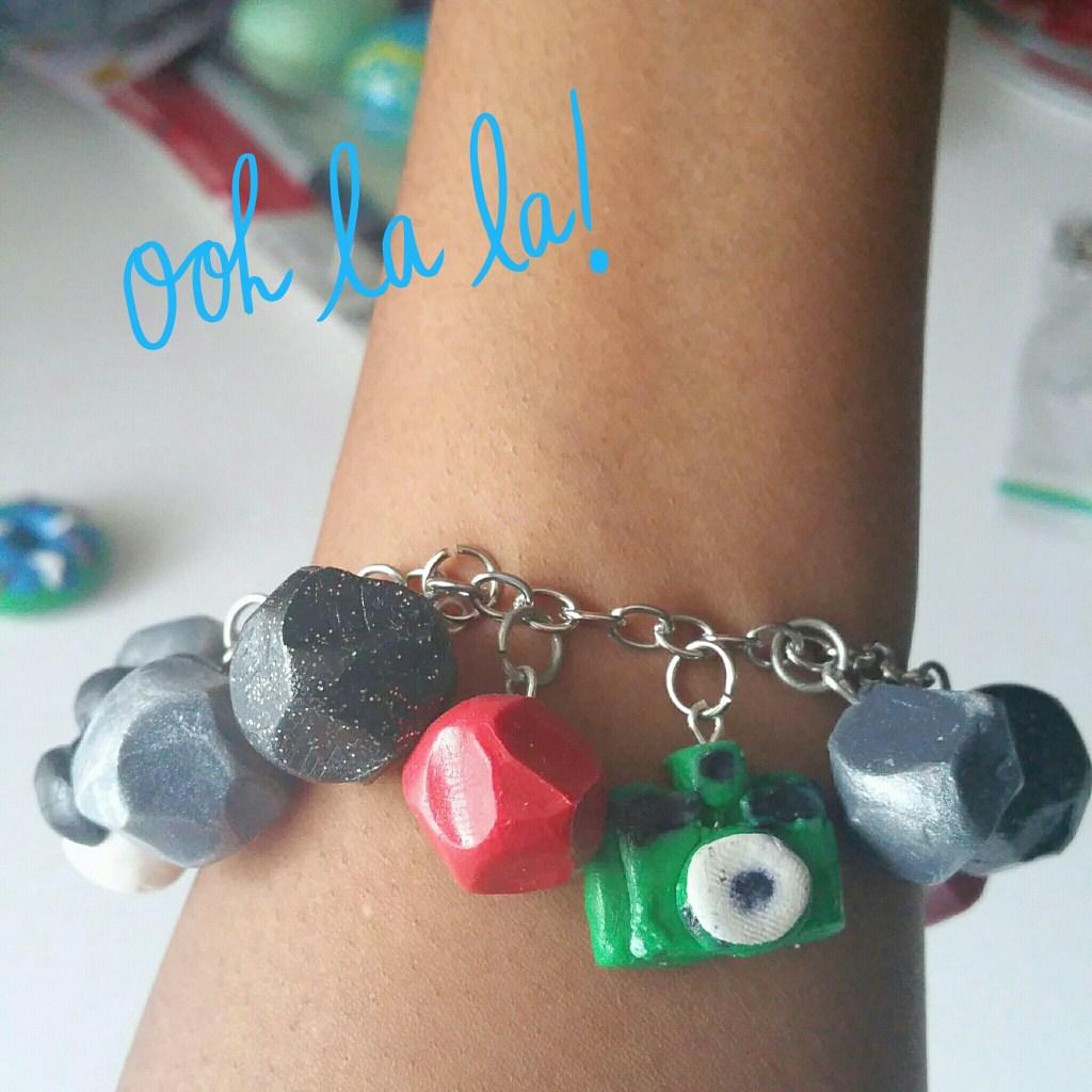 super-cute-charm-bracelet-camera-view-LiWBF