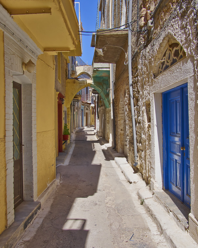 Picturesque-Alley-In-Chios-LiWBF