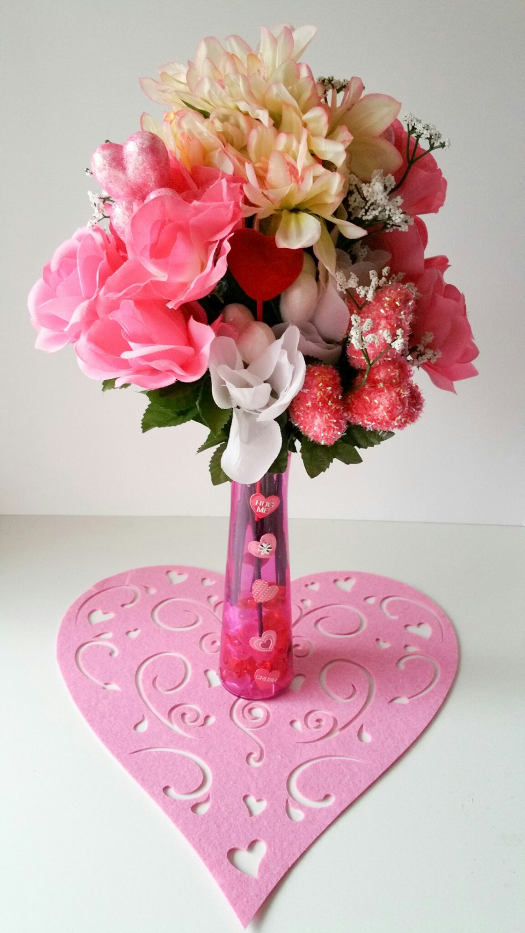 Super-Cute-DIY-Heart-Vase-Bouquet-Seventeen-LiWBF