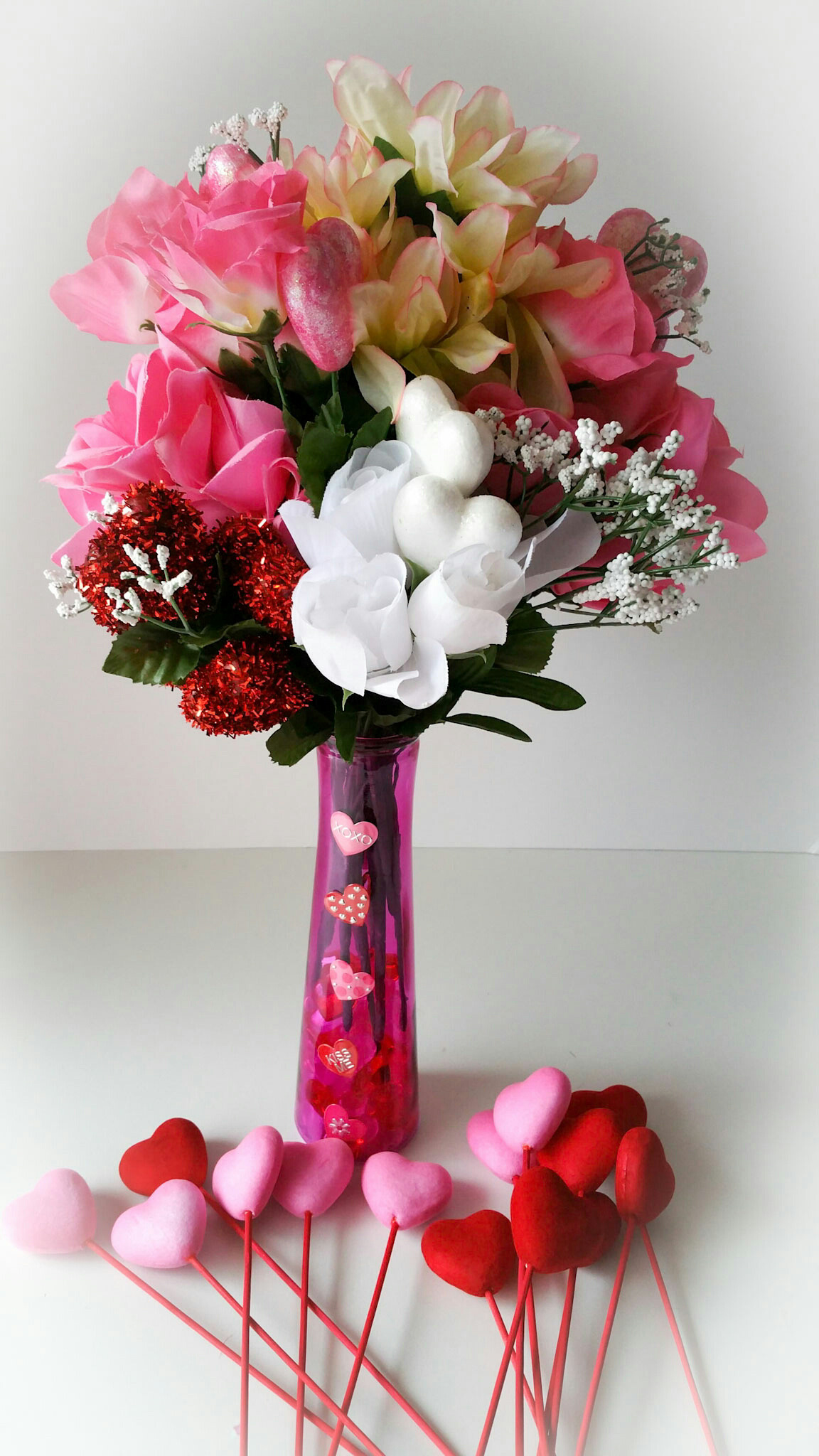 Super-Cute-DIY-Heart-Vase-Bouquet-Twelve-LiWBF