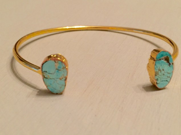Bracelet bends to size without feeling flimsy