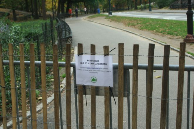 Sign saying that Central Park is closed due to Hurricane Sandy