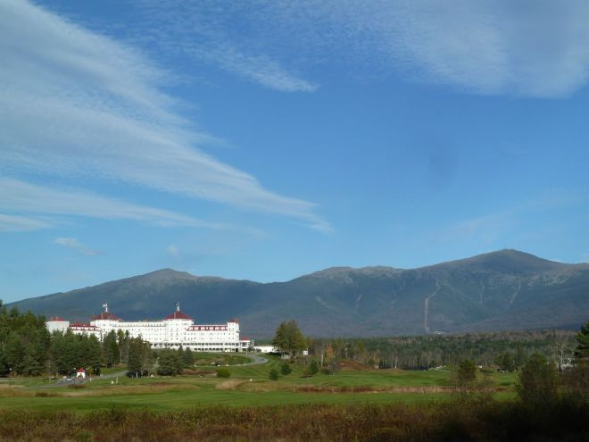 Mount Washington Hotel in front of Mount Washington